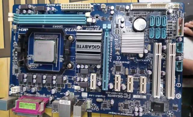 笔记本电脑装XP或者Win7还是装Win10系统是硬件什么决定的?
